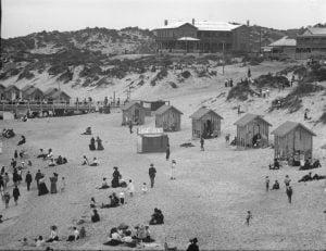 Bathing huts, Cottesloe Beach, 1900s
